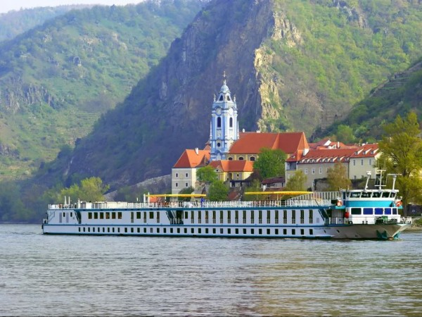 Cycling Holidays - Bike & Barge: The Danube Passau-Vienna-Passau (MS PRINZESSIN KATHARINA)